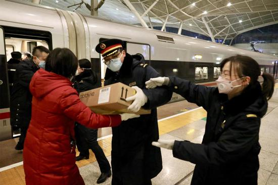Medical supplies arrive at Wuhan Railway Station on Friday. (CHINA DAILY/ZHU XINGXIN)