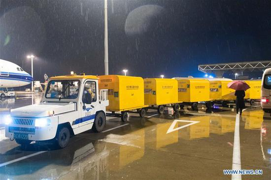 Freight plane carrying 42,000 advanced protective medical suits arrives in Changsha