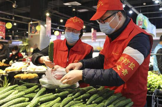 China encourages supermarkets, grocery stores to resume operation