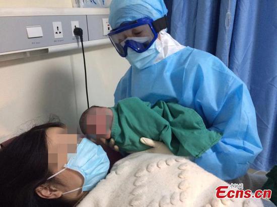 有了爱心和关怀,人们在中国与冠状病毒作斗争