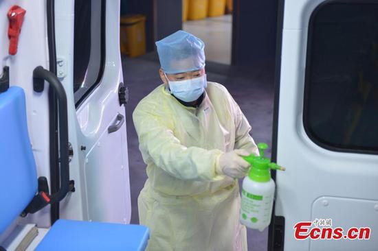 杭州市抗击冠状病毒的救护车司机