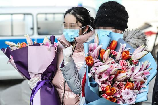 Cured patients discharged from hospital in Shenyang, NE China's Liaoning