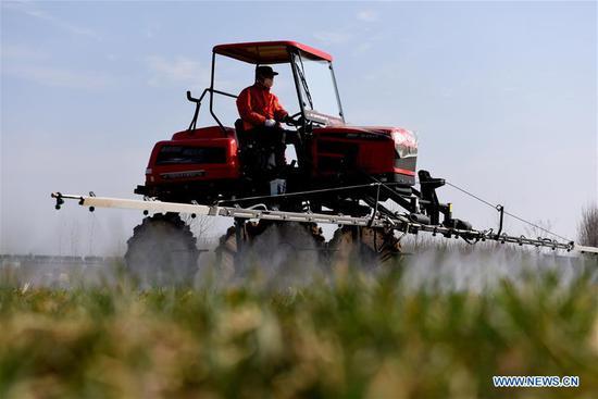 中国各地的农民恢复生产
