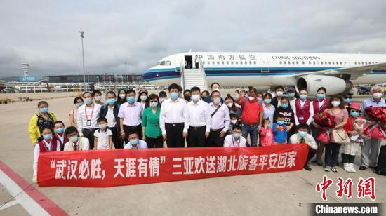Southern Airlines brings 112 passengers from Sanya back to Wuhan, Hubei Province, Feb. 13, 2020. (Photo/China News Service)