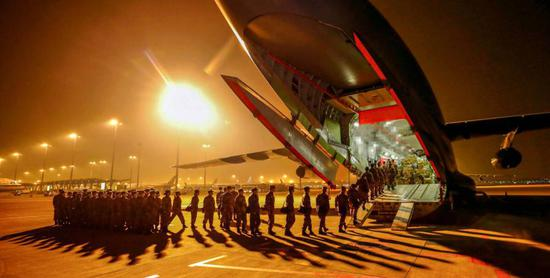 1,200 military medics arrive in Wuhan to help battle coronavirus