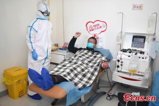 康复患者向冠状病毒感染者捐赠血浆