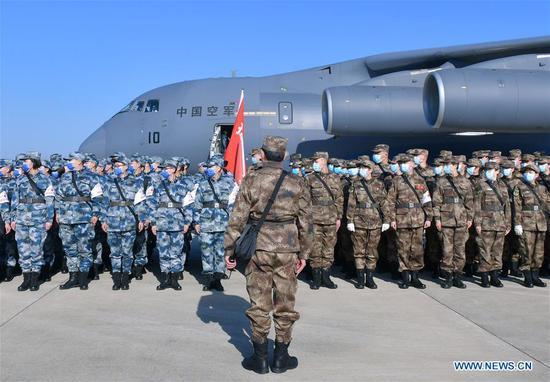 解放军八架运输机派医务人员赴武汉