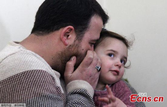 Syrian father and daughter laugh off the shelling