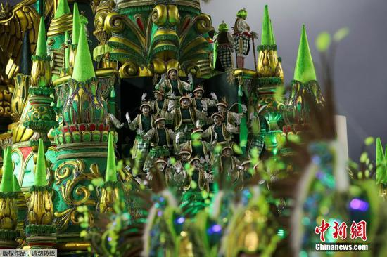 Revellers from Imperio de Casa Verde samba school perform during the Carnival parade
