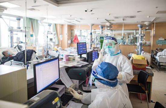 Medical workers at the ICU in the virus epicenter