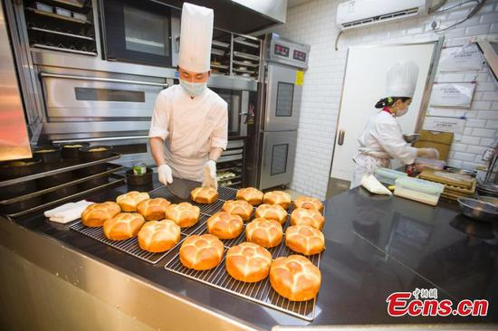 Enterprises resume production with measures amid outbreak