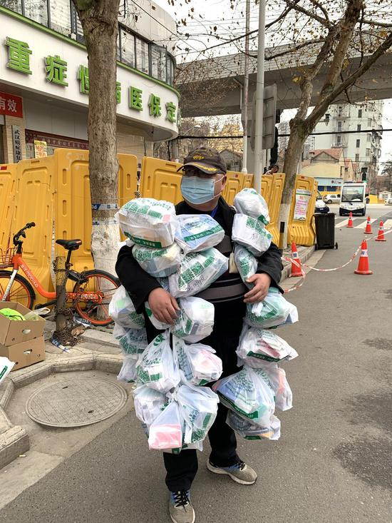 Wuhan community outreach employee's unique medicine delivery style