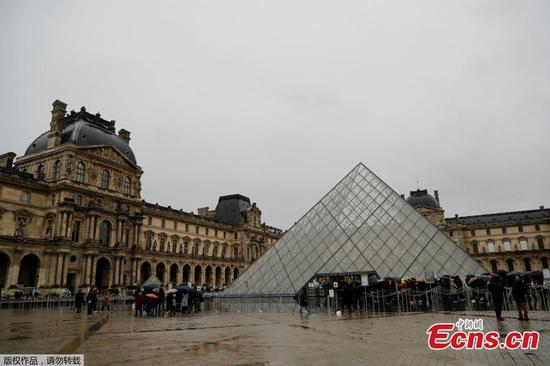 Virus fears close down France's Louvre Museum