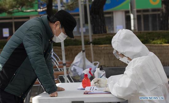 随着案件的增加,韩国加大了对COVID-19的打击力度