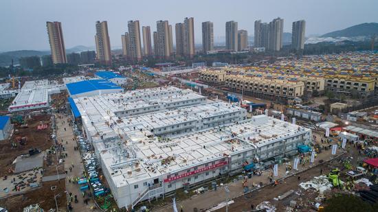 2020年2月2日拍摄的航拍照片显示了位于中国中部湖北省武汉市的火神山医院。 (新华社/成敏)