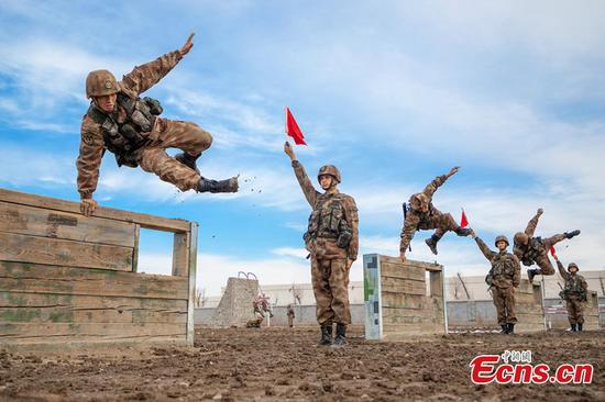 Soldiers attend training in NW China's Xinjiang