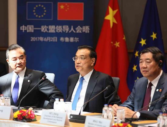 Chinese Premier Li Keqiang (C) attends the 19th China-EU leaders' meeting in Brussels, Belgium, June 2, 2017. (Xinhua/Liu Weibing)