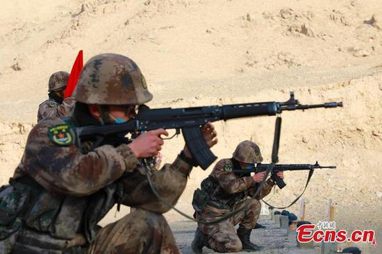 Soldiers take shooting exam in Xinjiang