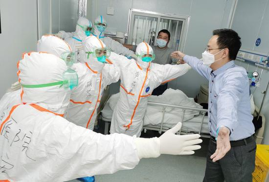 322 COVID-19 patients discharged from hospital on Chinese mainland