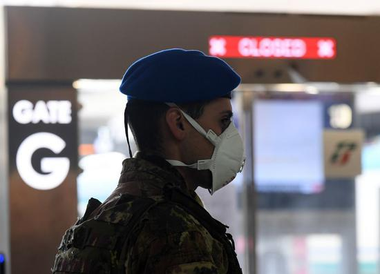 An Italian soldier is on duty at Roma Termini railway station in Rome, Italy, on March 23, 2020. (Photo by Augusto Casasoli/Xinhua)