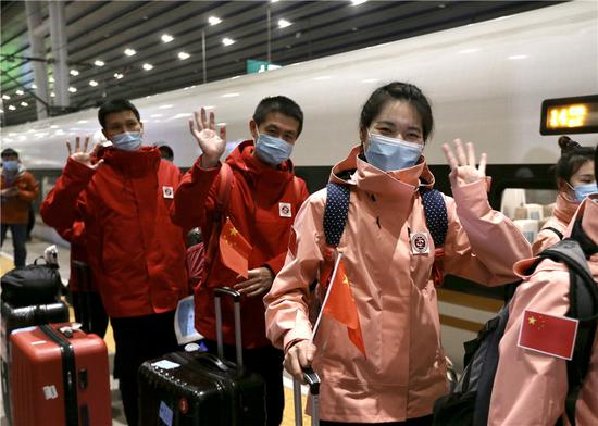 Beijing medical staff returns home from Wuhan