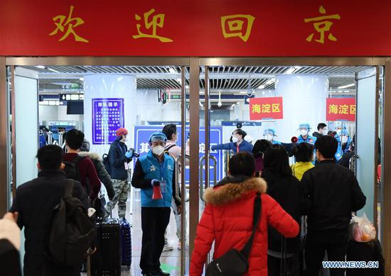 Over 800 people stranded in Hubei return to Beijing