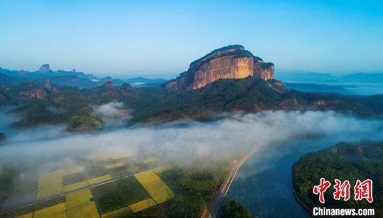 The Danxia Mountain scenic area in Guangdong Province. (Photo provided to China News Service)