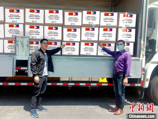 Surgical masks donated by the Bank of China to the Department of Health of the Philippines arrive at Ninoy Aquino International Airport in Manila, March 28, 2020. (Photo provided to China News Service)