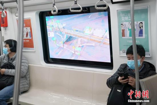 Beijing commuters enchanted by 'magical' subway windows