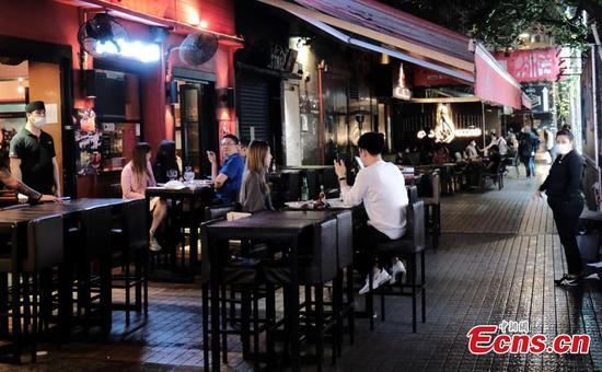 Hong Kong to shut bars in stronger social distancing measures