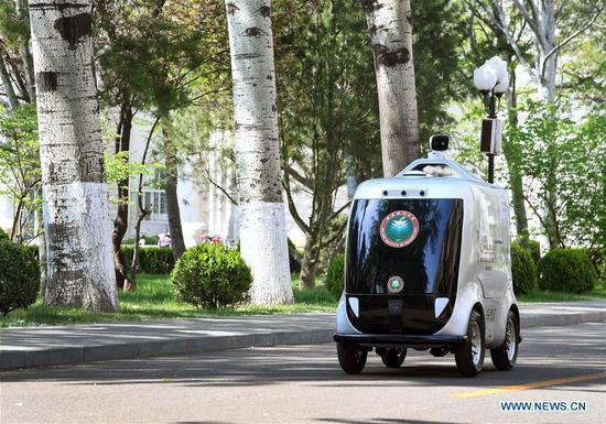 5G unmanned delivery car put into use at Beijing Institute of Technology
