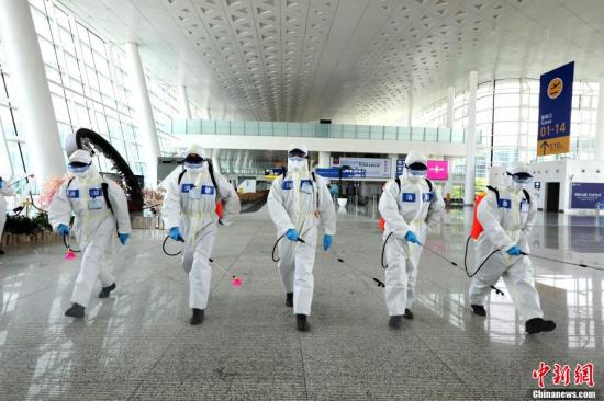 Firefighters carry out comprehensive disinfection and sterilization at Wuhan Tianhe International Airport, April 3, 2020. (File photo/China News Service)