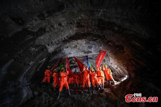 Key tunnels on Sichuan-Tibet railway completed