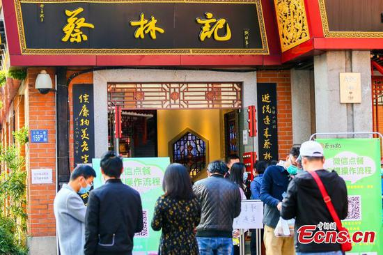 Wuhan residents reviving appetite for life, noodles