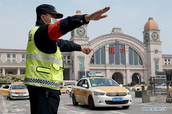 Wuhan restores taxi service
