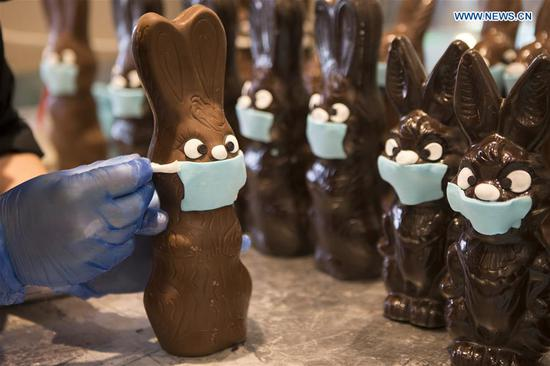 Pastry chef makes 'mask' for chocolate Easter bunnies in Athens