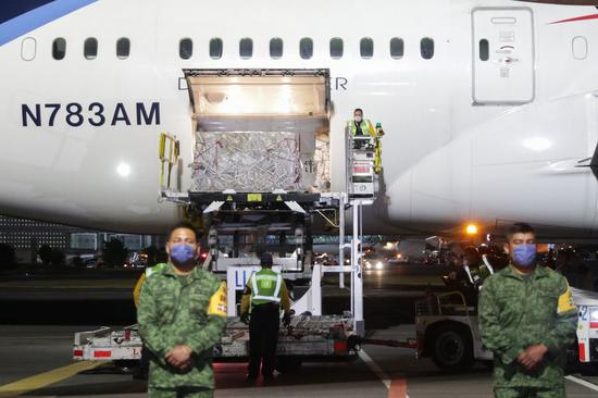 Mexican staff members unload medical supplies from China at an airport in Mexico City, Mexico, on April 10, 2020. (Photo by Francisco Canedo/Xinhua)