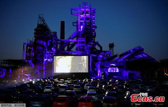 Drive-in cinema welcomed by residents in era of social distance