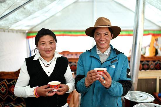 西藏搬迁后居民们焕然一新