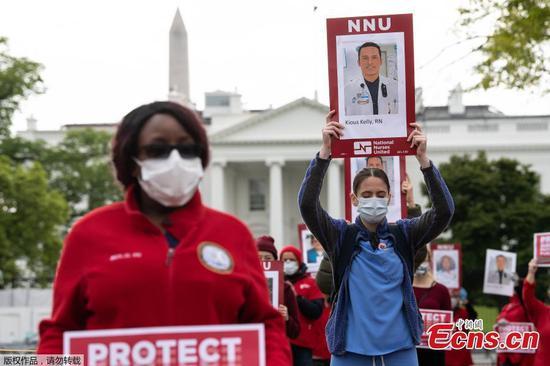 护士在白宫前抗议