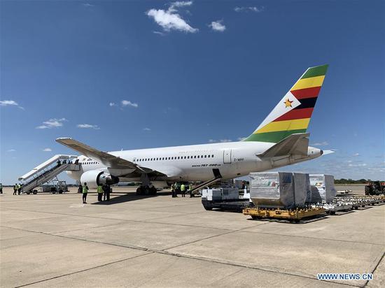 津巴布韦从中国运送医疗用品来应对COVID-19大流行