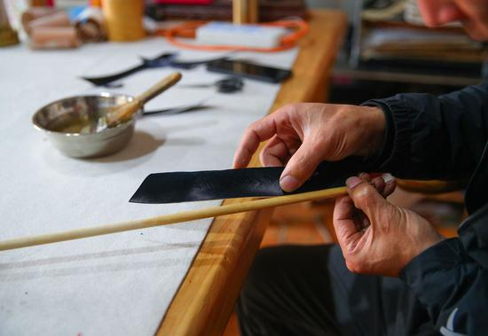 Chinese craftsman: traditional bow maker in NW China