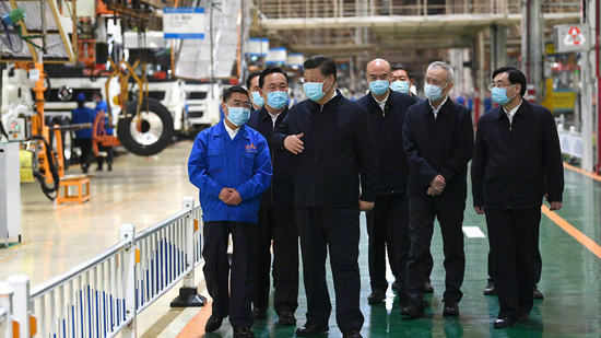 Chinese President Xi Jinping (3rd L) visits the Shaanxi Automobile Holding Group in Shaanxi Province, northwest China, April 22, 2020. /Xinhua