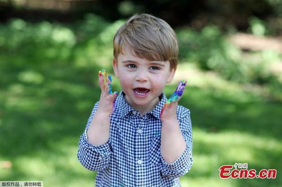 路易王子2岁!看到皇家蹒跚学步的新照片