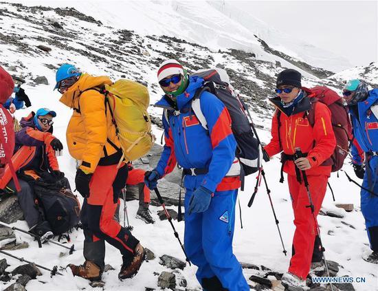 公吨。珠穆朗玛峰再造测量师到达海拔6,500米的大本营