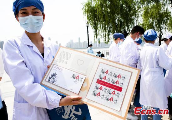 中国邮政标志冠状病毒与新发行邮票抗争