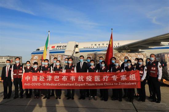 中国医疗队抵达津巴布韦,协助对抗COVID-19