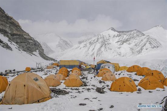 在珠穆朗玛峰海拔6,500米的高级营地