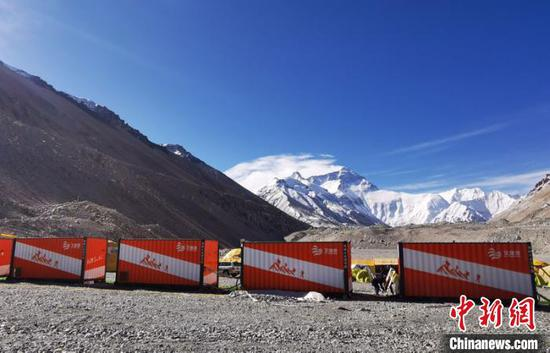 Containers provide eco-friendly refuge on Mt. Qomolangma
