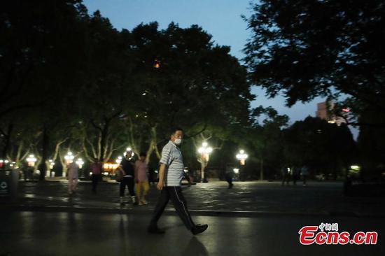 数百个上海公园延长开放时间